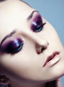 яркий макияж глаз, фиолетовый макияж глаз, макияж для цветотипа зима