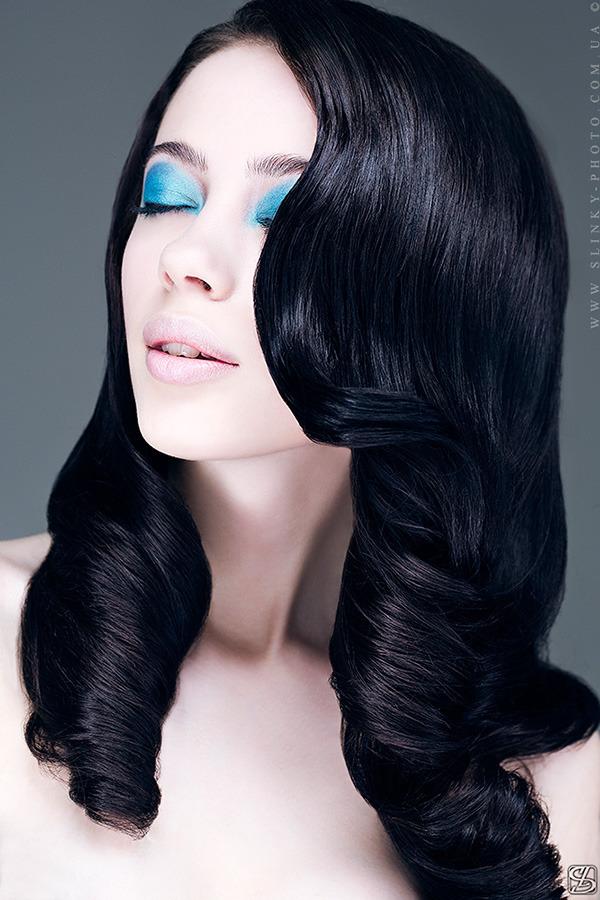 модный макияж, яркий макияж глаз, цветные тени, макияж весна-лето 2013, тренд сезона в макияже, модные тенденции в макияже, голубой макияж, модный макияж для брюнеток
